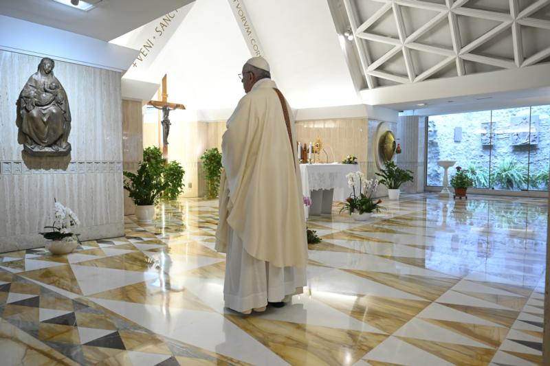 At morning Mass, Pope offers prayers for unemployed